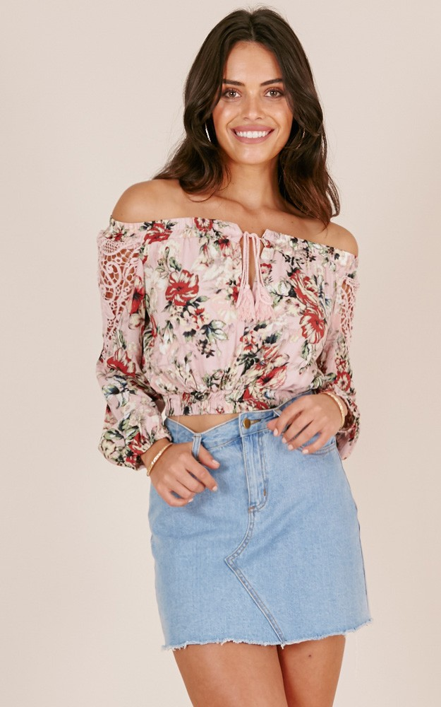 /n/e/nearly_there_crop_top_in_pink_floral_tn.jpg