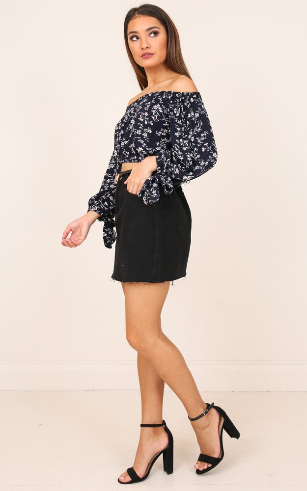 /p/e/perfect_places_top_in_navy_floral_ro.jpg