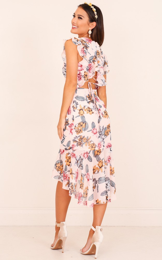 /t/i/tighten_the_strings_dress_in_blush_floral_tn.jpg