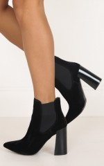 Therapy Shoes - Suddley in black velvet