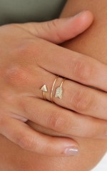 Twisting Arrow ring in gold