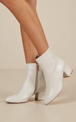Billini - Kaiya boots in off white
