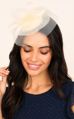 Briony fascinator in cream