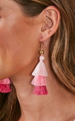 Cant Stop Me earrings in pink