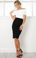 Dissolve Me skirt in black