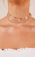 Everybody Knows choker in gold