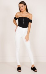Magnetised jeggings in white