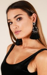 Mixed Signals earrings in black
