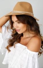 Mountain Roamer hat in camel