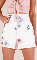 Summer Essence shorts in white floral