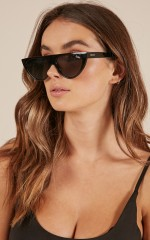 Quay - Run Away sunglasses in black