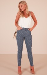 Mandy pants in navy print