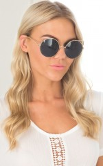 Purrfect sunglasses in black