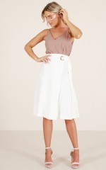 Delightful midi skirt in white
