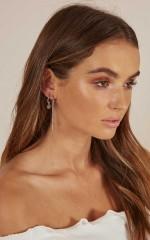 No Interruptions earrings set in silver