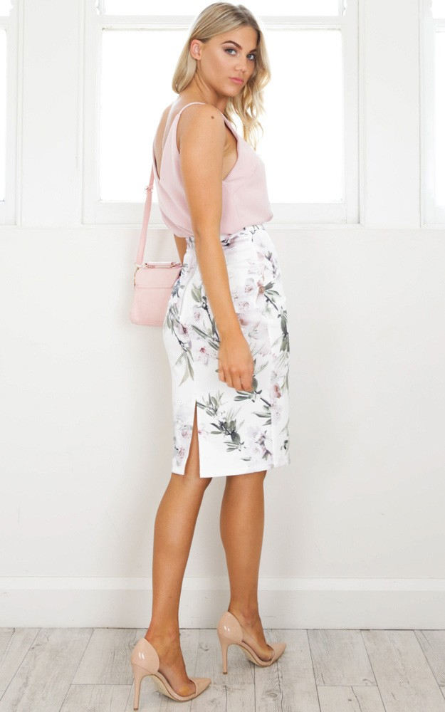 /c/l/claim_it_back_skirt_in_white_floralro.jpg