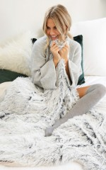 Cosy Nights throw in grey