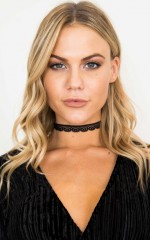 Chameleon choker in black lace