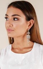 Luminescent earrings in gold