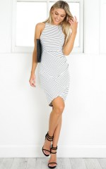 Pulling Up dress in white stripe
