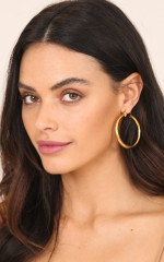 Reversed earrings in gold