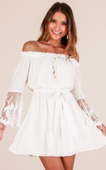 Love Lace dress in white