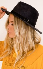 Through The Valley hat in black