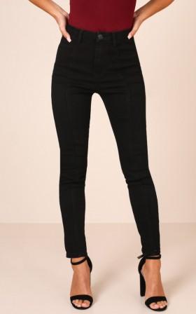 Lorna Skinny Jeans in Black Denim