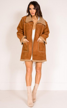 Urges shearling coat in camel