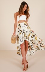 Bright Eyes skirt in white floral