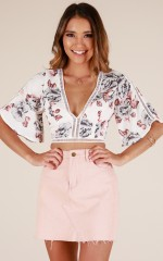 Everglow crop top in white floral
