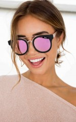 Quay - Brooklyn sunglasses in black and pink