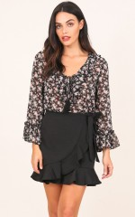 Lovely Day top in black floral