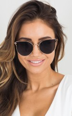 Somebody To Love sunglasses in gold and black