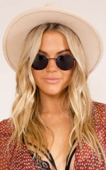 Runaway Girl sunglasses in black and grey