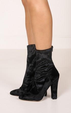 Verali - Ibby in black velvet