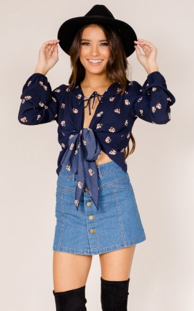 Everything Is Fine top in navy floral