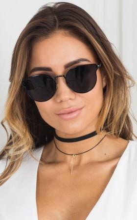 Somebody To Love sunglasses in black
