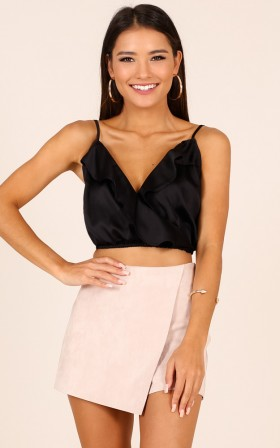 Young one crop top in black