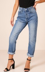 Halle Mum Jeans in Mid Wash Denim