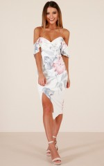 Keep Chasing Me dress in white floral