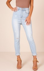 Nikki Jeans in Light Wash Denim