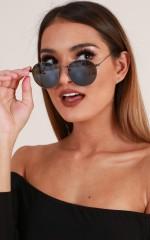 Retrograde sunglasses in black