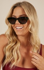 Quay - Rizzo sunglasses in black