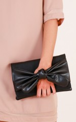 Always moving clutch bag in black