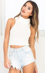 Affected knit crop top in white