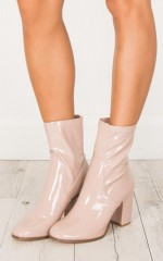 Therapy Shoes - Hoxton in beige wet look